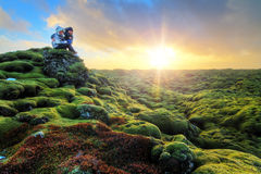 Soluppgångturism Island arkivbild