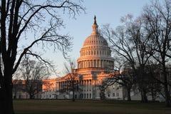 soluppgång u för främre lawn s för capitol östlig arkivbilder