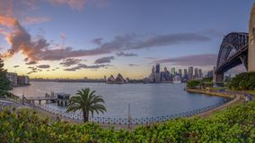 Soluppg?ng p? Sydney Harbour fr?n Milsons punkt, NSW, Australien royaltyfria foton