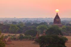 Soluppgång från den Shwesandaw pagoden, Bagan, Myanmar Royaltyfri Bild