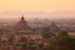 Soluppgång från den Shwesandaw pagoden, Bagan, Myanmar Arkivbilder