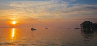 Soluppgång på Chesapeakefjärden Arkivfoton