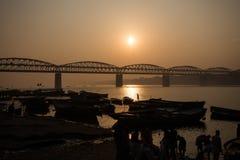 Soluppgång på den Ganga floden Arkivbilder