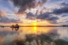 Soluppgång på floden i Thailand Arkivfoto