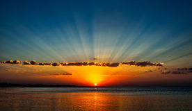 Soluppgång på Röda havet - Egypten Arkivbild