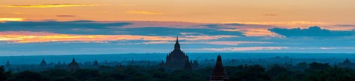 Soluppgång över Bagan tempel, Myanmar Royaltyfria Foton
