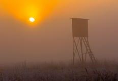 Soluppgång över lyftt skinn Arkivbild