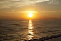 Soluppgångsolnedgångstrand Royaltyfri Bild