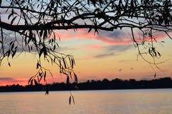 Soluppsättning över Delawaret River Fotografering för Bildbyråer