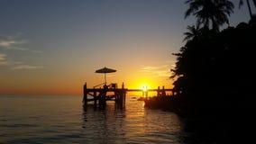 Soluppsättning på den Kohkood ön på Trad, Thailand Arkivfoto