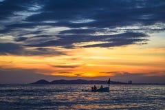 Soluppsättningar över havet Fotografering för Bildbyråer