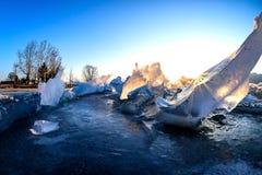 Soluppsättningarna av glaciären i vinter Fotografering för Bildbyråer