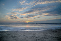 Soluppsättningen över den djupfrysta sjön Fotografering för Bildbyråer