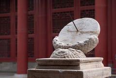 Solurklocka i Forbidden City, Peking Arkivbilder