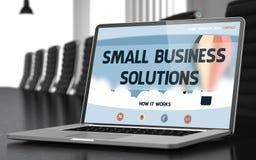 Solutions de petite entreprise sur l'ordinateur portable dans la salle de conférences Photos stock