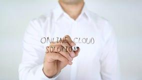 Soluzione online della nuvola, scrittura dell'uomo sul vetro Fotografia Stock Libera da Diritti