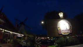 Solvang Brewing Company nacht stock videobeelden
