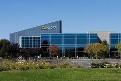 Solyndra -0808. FREMONT, CALIFORNIA � SEPTEMBER 19:  Empty parking stalls and bare flagpoles on a Monday indicate the closed status at one of the Solyndra Royalty Free Stock Photos