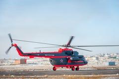 Som ändras för arktisk helikopter för trasport Mi-8 Royaltyfria Bilder
