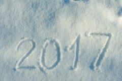 2017 som är skriftlig i snöspår 04 Arkivfoton