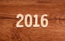 2016 som är skriftlig på trä Royaltyfri Foto