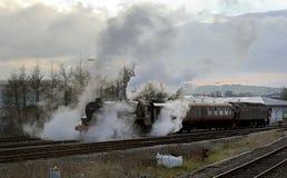 44871 som ankommer i den Blackburn stationen Royaltyfri Fotografi