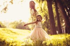 Som att spendera tid med mamman utanför ballerina little Fotografering för Bildbyråer