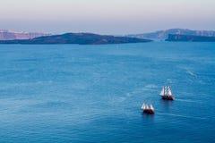 som bakgrund är blå, kan fartygfartyg klubba mörka etc Royaltyfria Foton