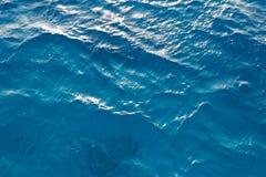 som bakgrund glints havssunvatten Arkivfoton