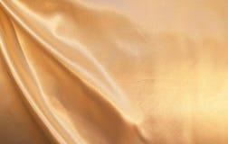 som bakgrund smooth eleganta guld- silk Royaltyfri Bild