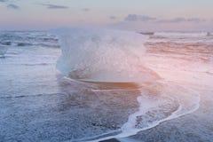 Is som bryter på diamantstranden, Island royaltyfri fotografi