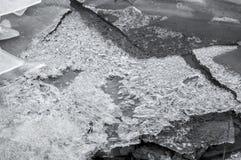 Is som bryter på sjön royaltyfri bild