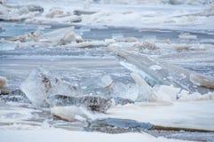 Is som bryter på sjön fotografering för bildbyråer
