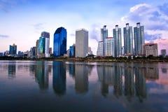 som byggnadsstadscityscape thailand Arkivfoton