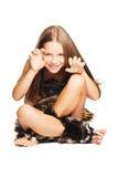 som den förhistoriska små mannen för klädd flicka Royaltyfri Bild