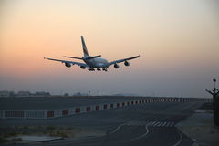 A380 som kommer in i land Royaltyfri Bild