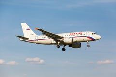 A319 som landas på landningsbana Fotografering för Bildbyråer