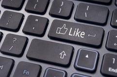 Som meddelande på tangentbordknappen sociala massmediabegrepp Arkivbilder