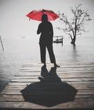 Som paraplyflicka men inte på strömkretsen royaltyfri foto