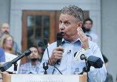 Som tror på läran om viljans frihetpresidentkandidaten Gary Johnson talar i harmoni, New Hampshire, på Augusti 25, 2016 Fotografering för Bildbyråer