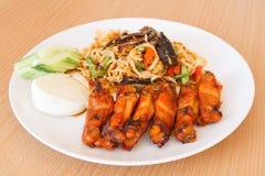Som tum Thai papaya salad with barbecue chicken Royalty Free Stock Photos