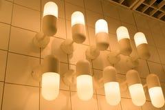 Som underexponeras av lampbelysning, belysninglampa på taket Arkivbild