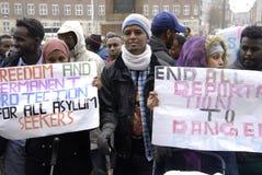 SOMALIES HA MESSO IN SCENA LA PROTESTA CONTRO LE LEGGI DANESI DEI RIFUGIATI Fotografie Stock Libere da Diritti