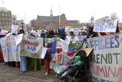 SOMALIES HA MESSO IN SCENA LA PROTESTA CONTRO LE LEGGI DANESI DEI RIFUGIATI Fotografie Stock