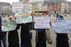 SOMALIES HA MESSO IN SCENA LA PROTESTA CONTRO LE LEGGI DANESI DEI RIFUGIATI Fotografia Stock Libera da Diritti