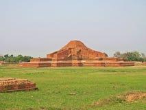 Somapura Mahavihara废墟在Paharpur,孟加拉国 免版税库存照片