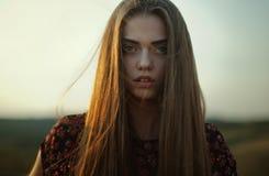 Somber portret van jonge vrouw stock foto's