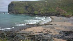 Sombere rotsachtige Cornwall inham royalty-vrije stock afbeelding
