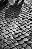 Sombra débil de un hombre en los guijarros fotografía de archivo libre de regalías
