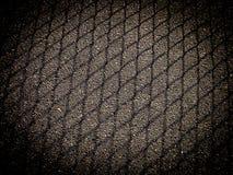 Sombra da malha que cerca no asfalto com quadro escuro imagem de stock
